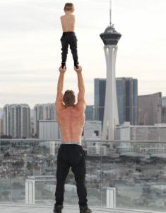 Las Acrobacias Verticales de un Padre soltero y su Hijo arrasan en Instagram FeelSaludable Feedeporte