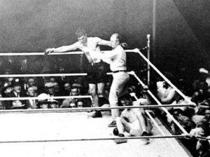 Jack Dempsey manda a la lona a Tunney Campeones de los Pesos Pesados (I) : De Jack Dempsey a Joe Louis (1919-1949)