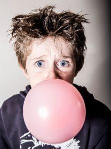 Masticar Chicle o No ¿Qué es lo Mejor para Nuestra Salud? FeelCurioso FeelDeporte