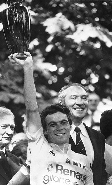 Bernard Hinault en el podio final del Tour de 1978 Los 7 Mejores Ciclistas de la Historia del Tour de Francia