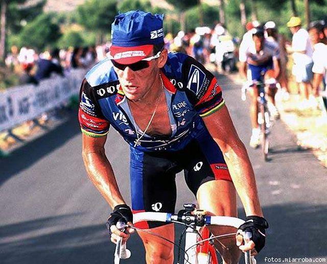 Lance Armstrong durante una etapa de la Vuelta a España de 1998 ¿Es Lance Armstrong una Leyenda del Ciclismo o el mayor Fraude de la Historia del Deporte ?