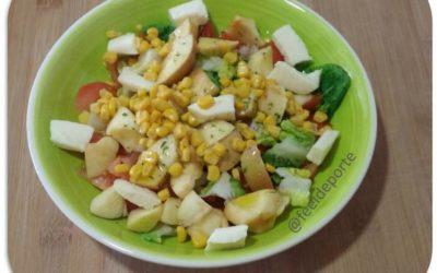 Ensalada de Lechuga con Frutas, Tomate, Queso y un toque de Maíz Dulce