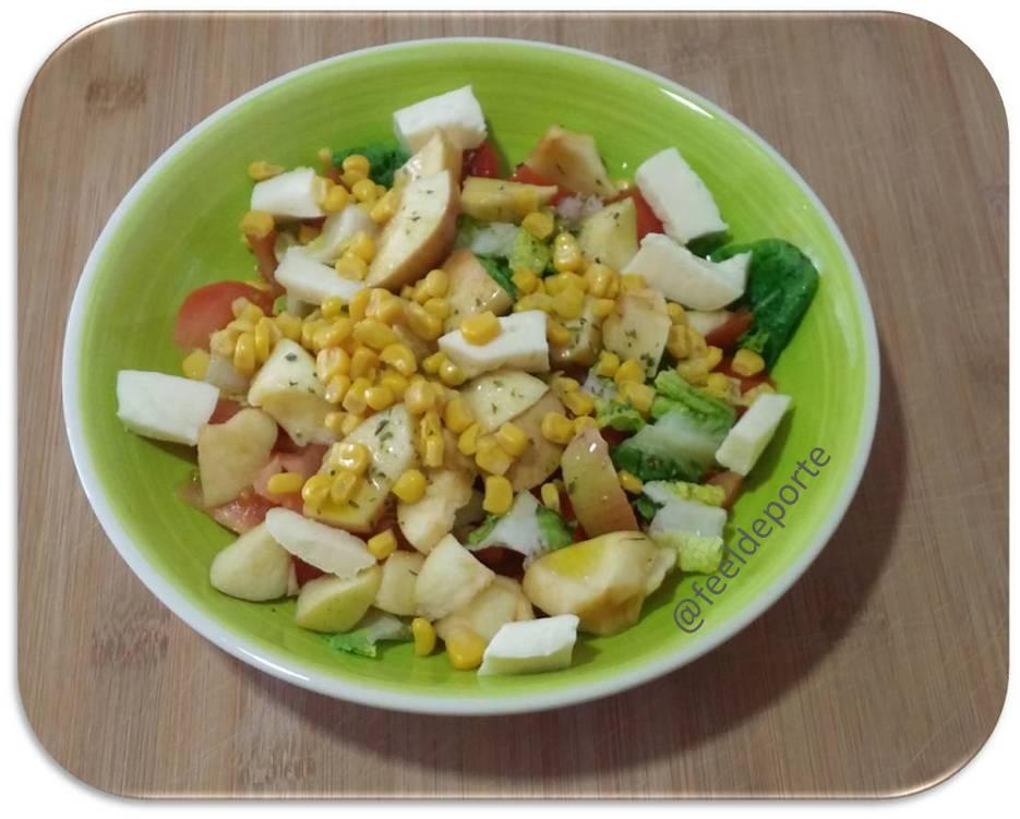 Ensalada de Lechuga con Frutas, Queso y con un toque de Maíz Dulce, Recetas de ensaladas de frutas y verduras, Ensaladas de frutas y verduras,