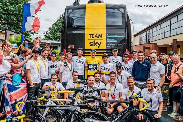 Ciclistas y técnicos del equipo Sky , sky vuelta , skyteam cycling , team sky pro cycling , cris froome